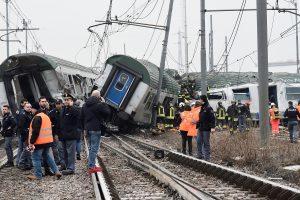 Netoli Milano nuo bėgių nuvažiavo traukinys, yra žuvusiųjų
