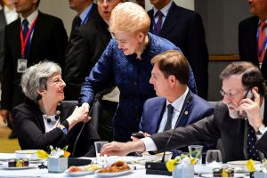 ES apie prekybos ginčą su D. Trumpu: į mūsų galvą įremtas ginklas