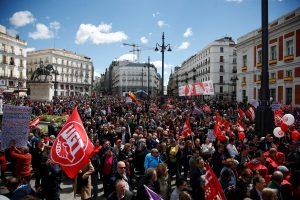 Gegužės 1-ąją lydi darbininkų ir aktyvistų protestai