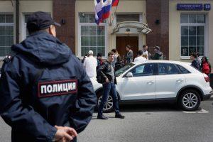 """Policija atliko kratas opozicinės organizacijos """"Atviroji Rusija"""" biuruose"""