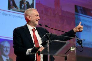 Leiboristų lyderis: Britanijos pasitraukimas iš ES be sutarties būtų katastrofiškas