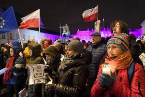 ES pateiks Lenkijai precedento neturintį įspėjimą?