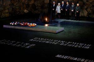 Lenkijos Senatas priėmė kontroversišką Holokausto įstatymą