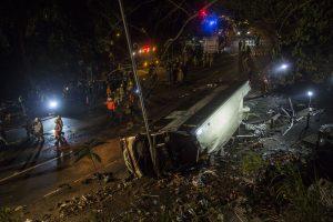 Mažiausiai 18 žmonių žuvo Honkonge apvirtus autobusui