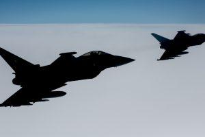 NATO naikintuvai keturiskart kilo palydėti Rusijos orlaivių