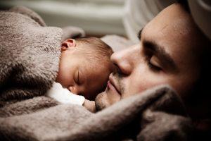 Čekija prisijungė prie ES narių, išleidžiančių vyrus tėvystės atostogų