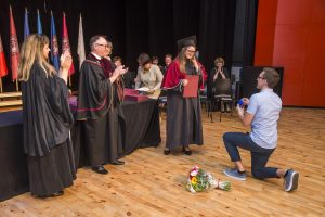 Per diplomų įteikimo ceremoniją Kaune – ir piršlybos