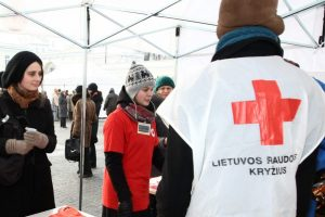 Pertvarkomas Raudonasis Kryžius atleidžia dalį darbuotojų
