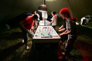 Žaisti pataria ne tik vaikams, bet ir suaugusiems