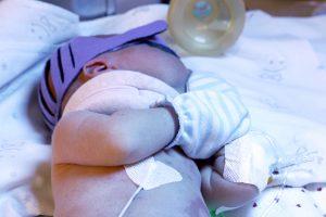 Į ligoninę dėl kaulų lūžių paguldytas kūdikis