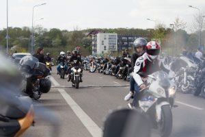 Kodėl motociklininkai jaučiasi pranašesni už automobilių vairuotojus?