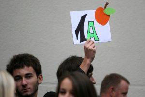 Moksleiviai ir mokytojai: per prailgintus mokslo metus realus darbas klasėse nevyksta