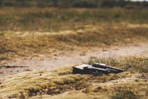 Vyras ginklu sužalojo sugėrovą