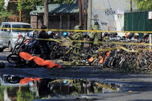 Indonezijoje per sprogdinimus bažnyčiose žuvo mažiausiai devyni žmonės