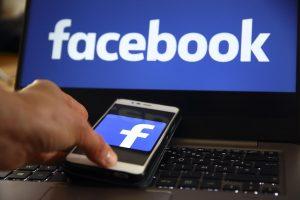 """""""Facebook"""" ir """"Google"""" """"manipuliuoja"""" vartotojais"""
