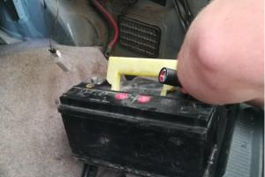 Kontrabandą baltarusis slėpė ir automobilio akumuliatoriuje