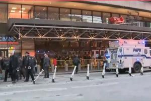 Niujorko policija sukilo ant kojų dėl sprogimo autobusų stotyje, yra sužeistųjų