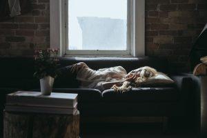 Dieną miegojusi moteris tapo ilgapirščių auka