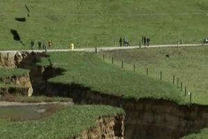 Naujojoje Zelandijoje atsivėrė milžiniška smegduobė