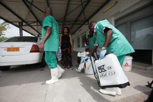 """Dėl Ebolos viruso protrūkio rengiamasi """"blogiausiam scenarijui"""""""