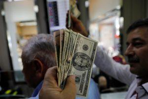 Rusija nebegali parduoti ginklų už JAV dolerius