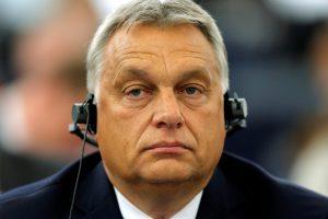 """Vengrijos premjeras žada nepasiduoti ES """"šantažui"""""""