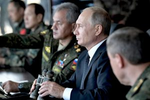 Didžiausiose Rusijos pratybose apsilankęs V. Putinas pažadėjo stiprinti armiją