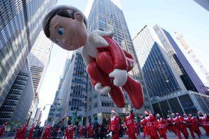 Dešimtys tūkstančių žmonių Niujorke stebėjo Padėkos dienos paradą