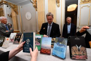 Šiais metais bus įteiktos dvi Nobelio literatūros premijos
