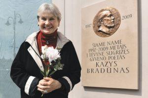 Šiųmetinė kalbos premija skirta E. Bradūnaitei-Aglinskienei