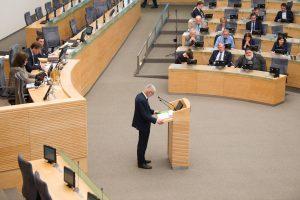 Seimas grąžino tobulinti progresinių mokesčių pasiūlymą