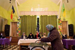 Moldovos rinkėjai sekmadienio balsavime rinksis tarp Rusijos ir Europos