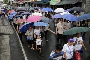 """Filipinus siaubiant taifūnui """"Yutu"""" evakuoti tūkstančiai žmonių"""