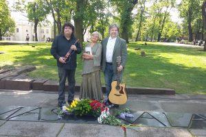 R. Kalantos atminimui – dainos ir gėlės