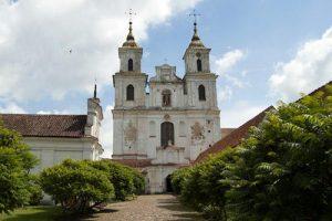 Nurodė nutraukti Tytuvėnų bažnyčios tvarkymo darbų konkursą