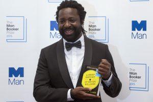 """""""Man Booker"""" literatūros apdovanojimą pirmąkart laimėjo romanistas iš Jamaikos"""