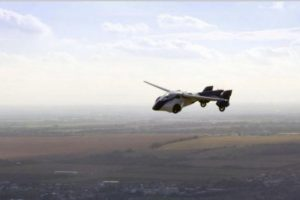 Sudužo pirmasis pasaulyje skraidantis automobilis