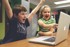 Nauja iniciatyva: kiekvienam pirmokui – po mikrokompiuterį