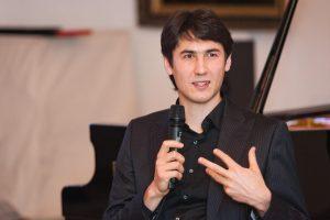 Pasaulyje garsus pianistas buvo išmestas iš muzikos mokyklos