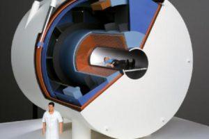Galingiausias planetoje magnetinio rezonanso MRI aparatas sulaikys ir tanką