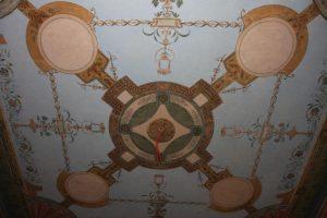 Restauruoto Kretingos dvaro ūkvedžio namo mįslė  – puošnios freskos