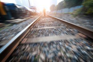Kėdainių rajone traukinys mirtinai sužalojo ant bėgių gulėjusį vyrą