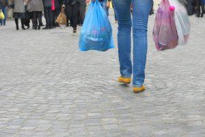 Pernai Lietuvoje žmonės sunaudojo mažiau plastikinių maišelių