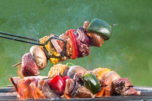 Lietuviai atidarė šašlykų sezoną: per savaitgalį išpirko 100 tonų mėsos