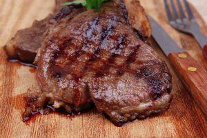 Penki gydytojo patarimai, padėsiantys išvengti apsinuodijimo mėsa