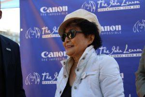 Y. Ono: J. Lennonas norėjo išmėginti seksą su vyrais