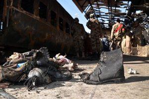 Sprogimai Pakistano traukinyje: žuvo mažiausiai trys žmonės