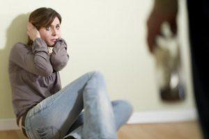 Statistika: tarp smurtautojų šeimose – ir su aukštuoju išsilavinimu