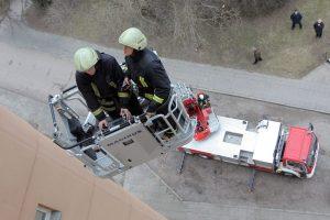Kauno ugniagesių pagalbos prireikė dviems mažyliams bei jų tėvams