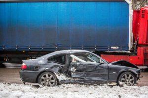 Girtas kelių gaidelis apgadino ne tik savo BMW, bet ir svetimus automobilius